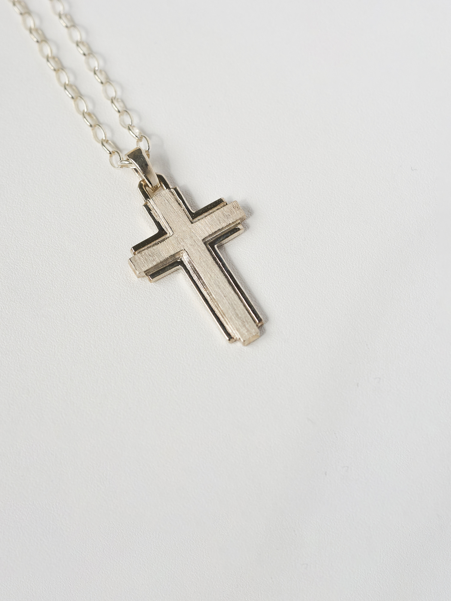 LECLAT CROSS L NECKLACE SILVER
