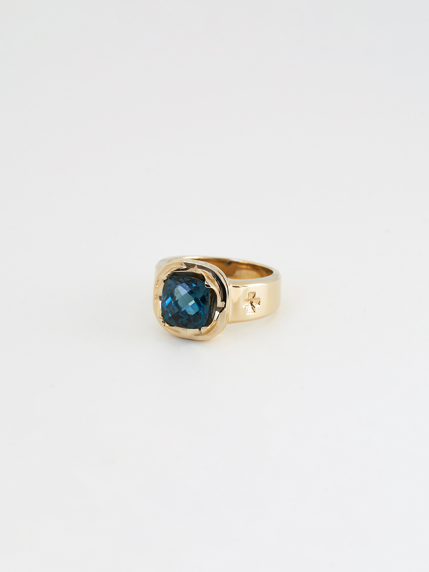 CLA CUSHION GEMSTONE RING GOLD