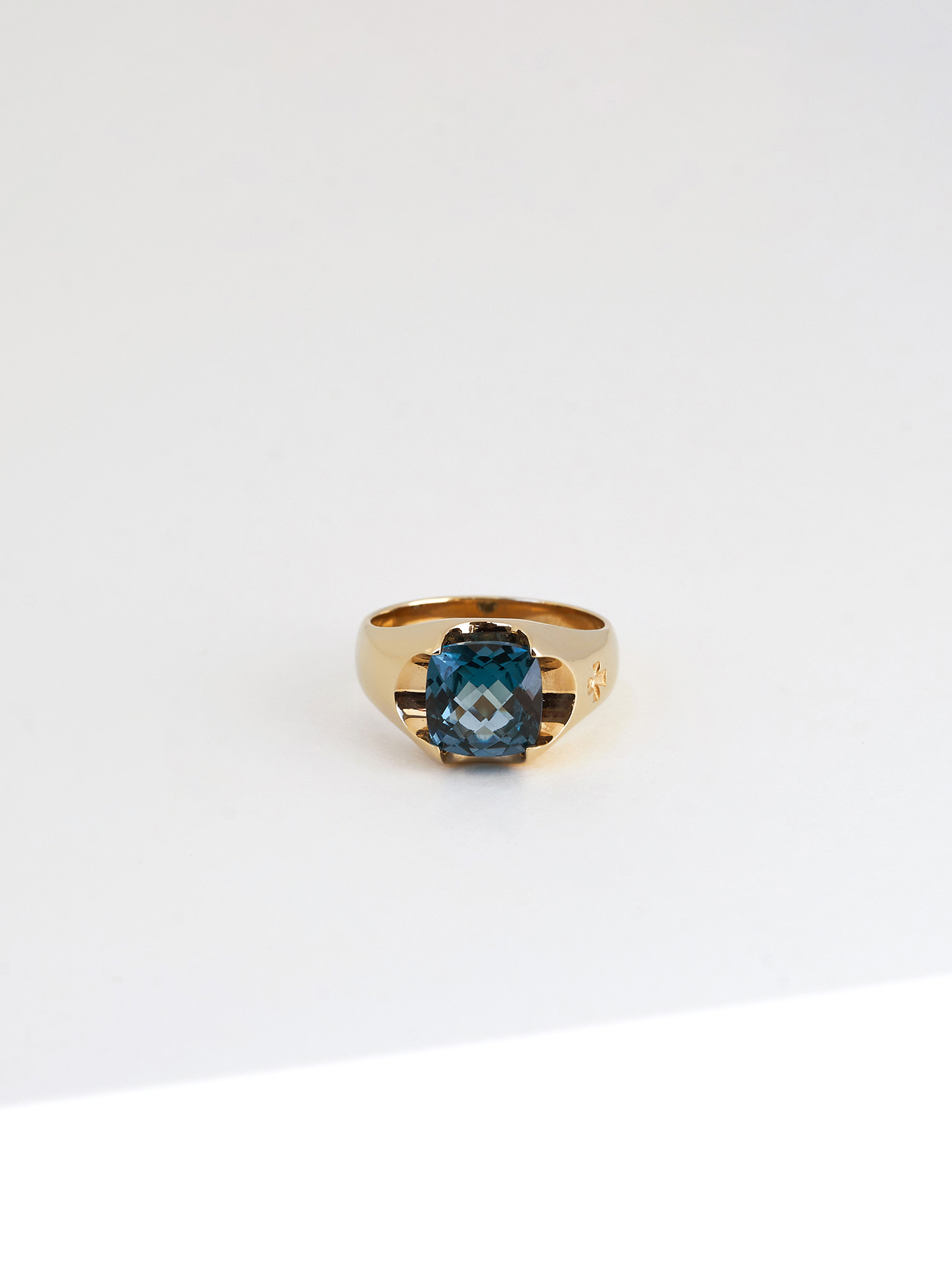 ELE CUSHION GEMSTONE RING GOLD